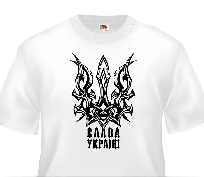 Біла футболка з готичним тризубом на написом